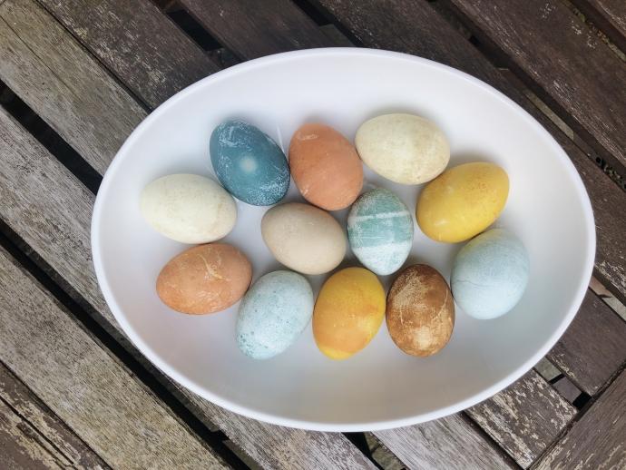 Easter eggs from natural vegetable dye
